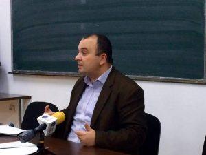 CARE - OHA urmăreşte cu mare atenţie şi preocupare cum şase beşinoşi ce cacă pe Constituţie - Pagina 2 Radu-Carp-300x225