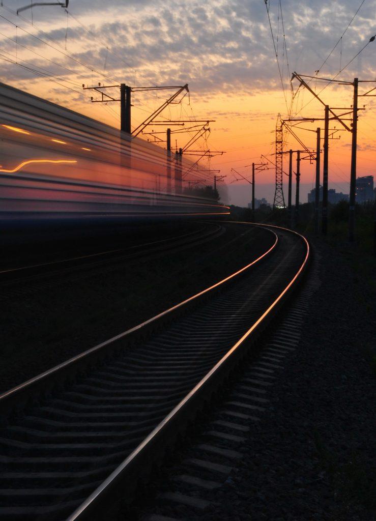 Licitație de până la un miliard de euro pentru achiziția de trenuri electrice pentru rute regionale și suburbane