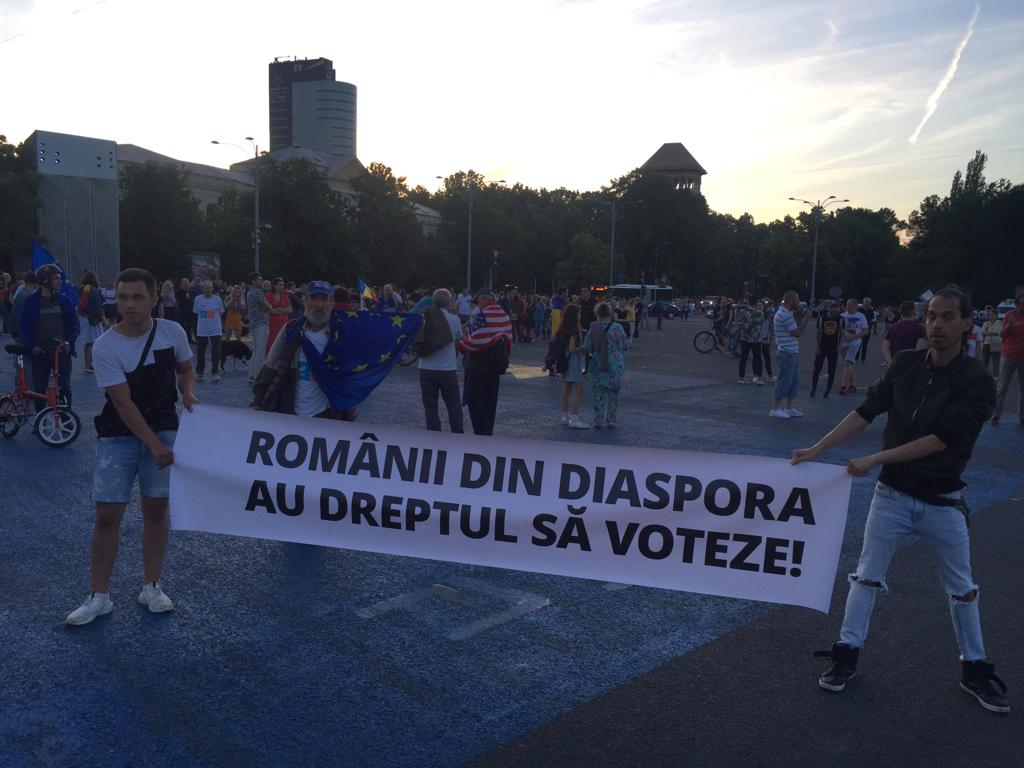 Violence Erupts as Tens of Thousands Protest Corruption in ...