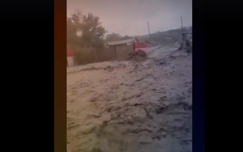 Jandarmii vrânceni au fost solicitaţi să intervină cu o dronă şi maşini de teren pentru salvarea celor 12 persoane rămase izolate într-o zonă forestieră
