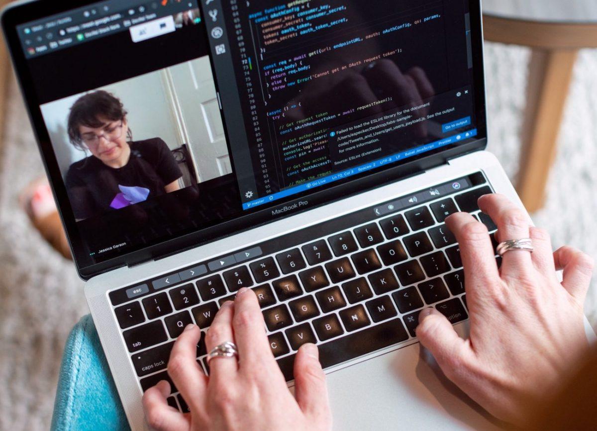 Cele mai bune site-uri web pentru a găsi un loc de muncă la distanță | ITIGIC