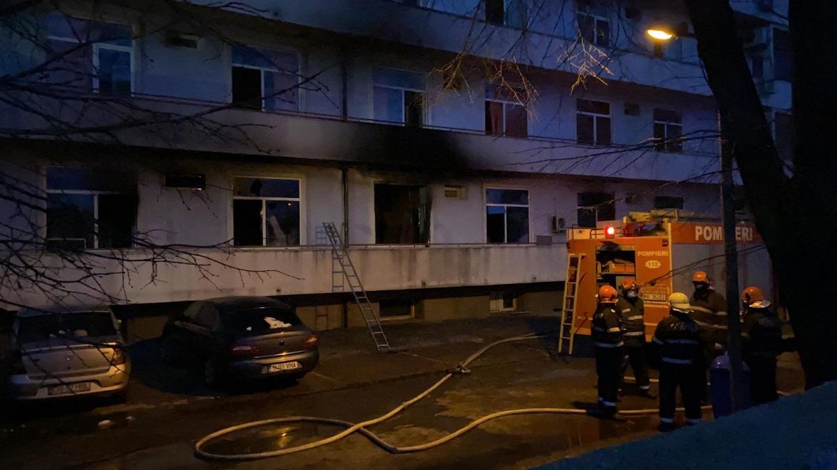 """LIVE Incendiu la Institutul """"Matei Balș"""": Cinci persoane au decedat, patru  dintre ele fiind găsite carbonizate, 102 pacienți au fost evacuați. Toți  sunt în stare medie spre severă cu COVID, iar cei"""