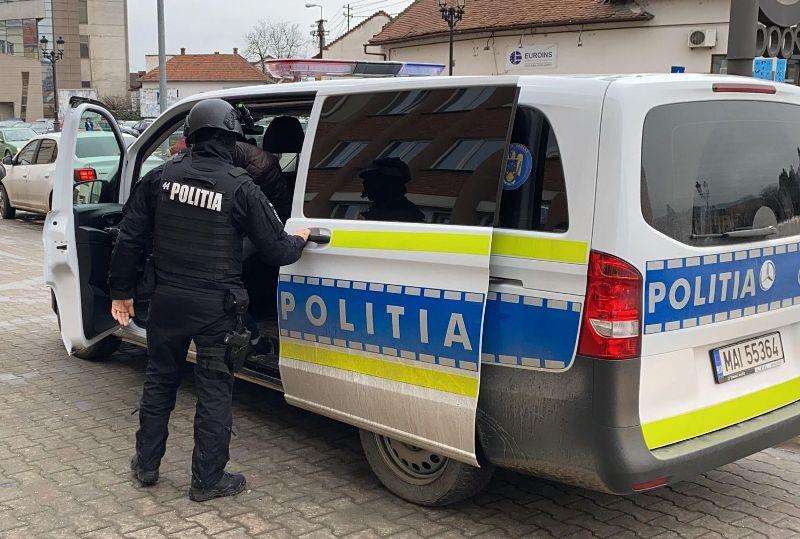 Percheziții în județul Neamț, la mai multe persoane suspectate de braconaj şi nerespectarea regimului armelor şi muniţiilor