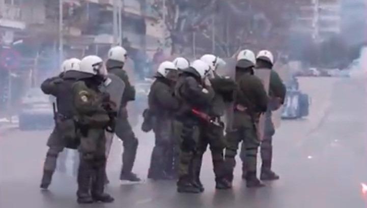Protest în Grecia după o intervenție în forță a poliției pentru a impune respectarea lockdown-ului