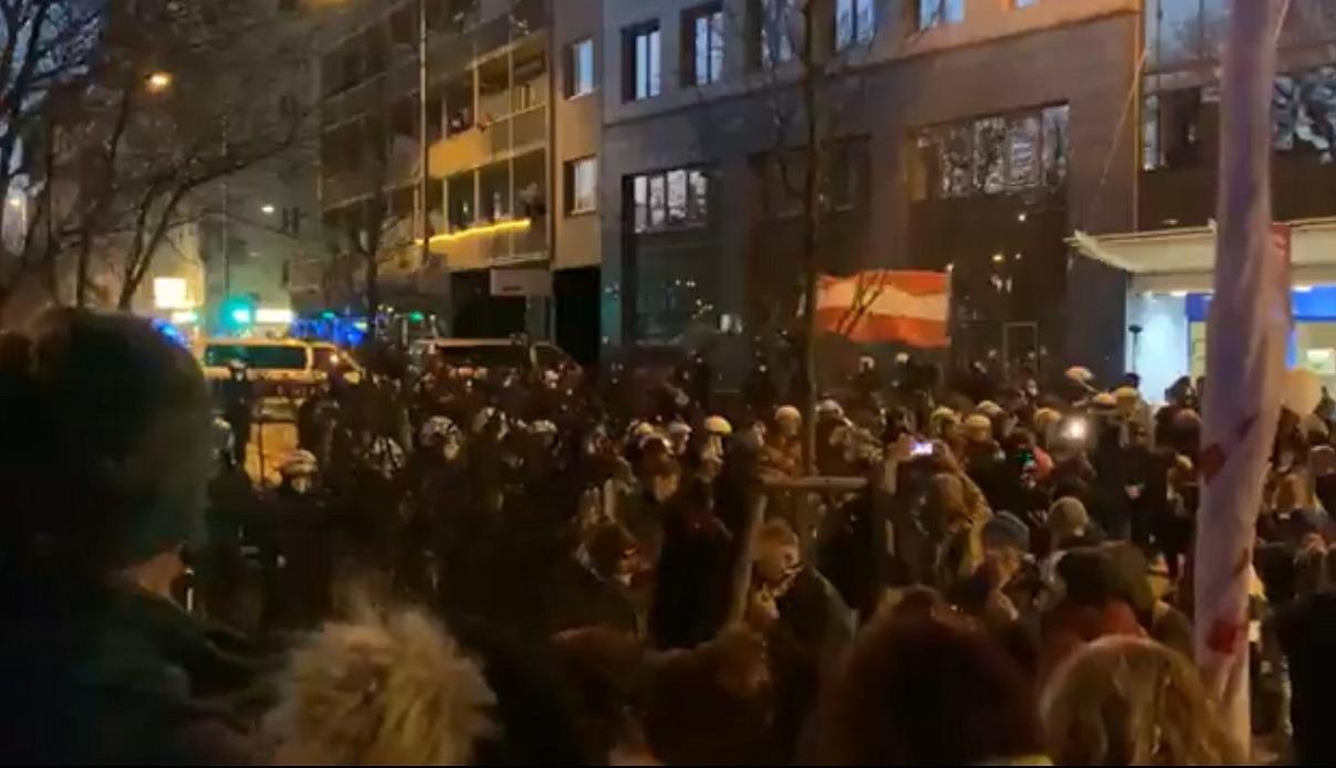 Proteste în Austria, Finlanda, Danemarca şi Norvegia față de restricțiile impuse în contextul pandemiei. Mai mulți manifestanți au fost arestați