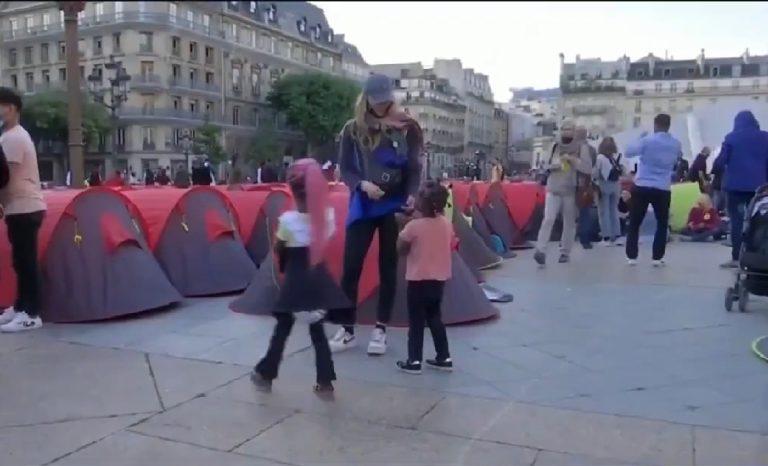corturi migranti Paris