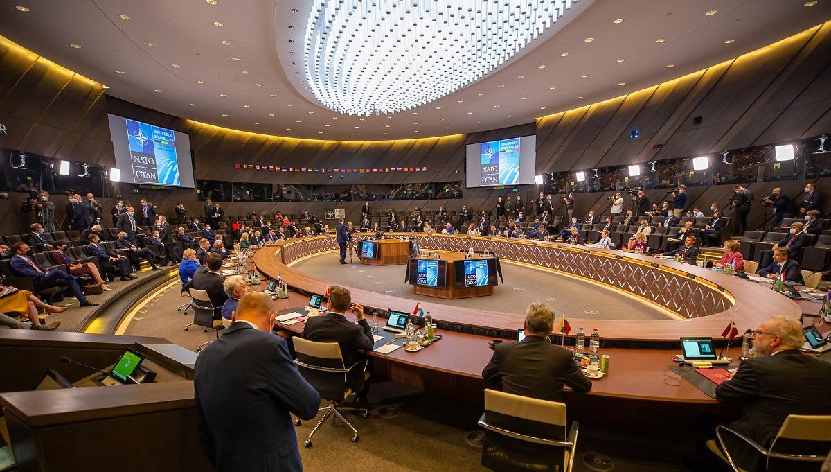"""MAE rus: Summitul NATO a demonstrat că alianţa nu poate exista fără un """"mare duşman"""""""