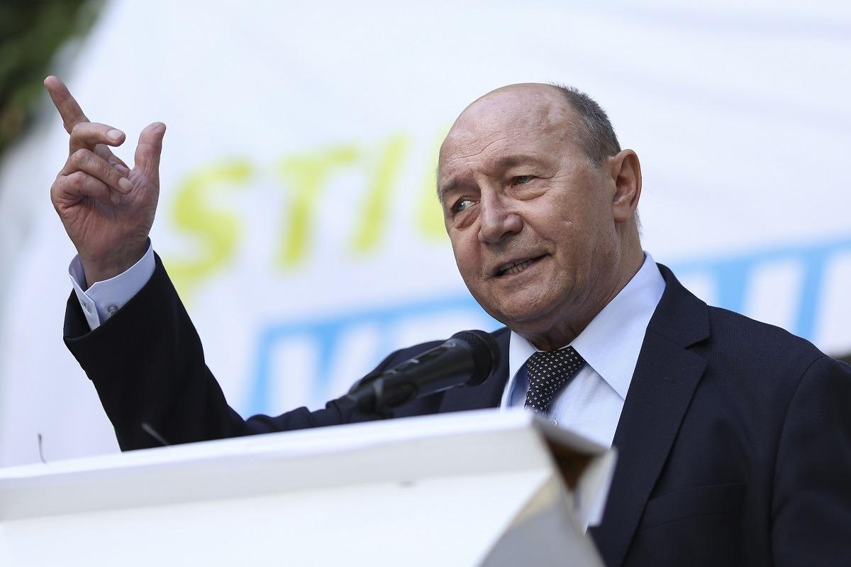 """Băsescu îi cere demisia lui Cătălin Drulă, după accidentul feroviar de la Fetești: """"Mă mir că nu au spus că mecanicul a băut cu mine"""""""