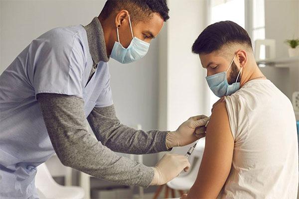 Vaccinare tineri Anglia