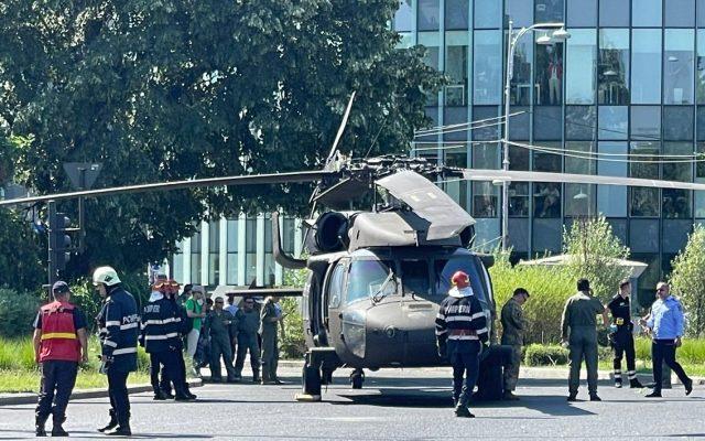 BREAKING VIDEO: Un elicopter militar american a aterizat forțat în Piața  Charles de Gaulle din București / Imagini inedite cu elicopterul zburând la  mică înălțime în centrul Capitalei