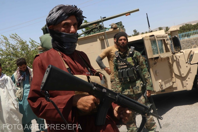 """ANALIZĂ De ce armata afgană este incapabilă să se opună talibanilor? De la corupția generalizată la demoralizare, lipsa hranei și """"soldații fantomă"""""""