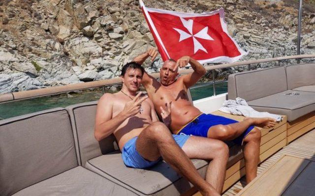Cine este fugarul Dragoș Săvulescu, reținut în Mykonos după ce iubita lui a  postat fotografii cu el pe Instagram