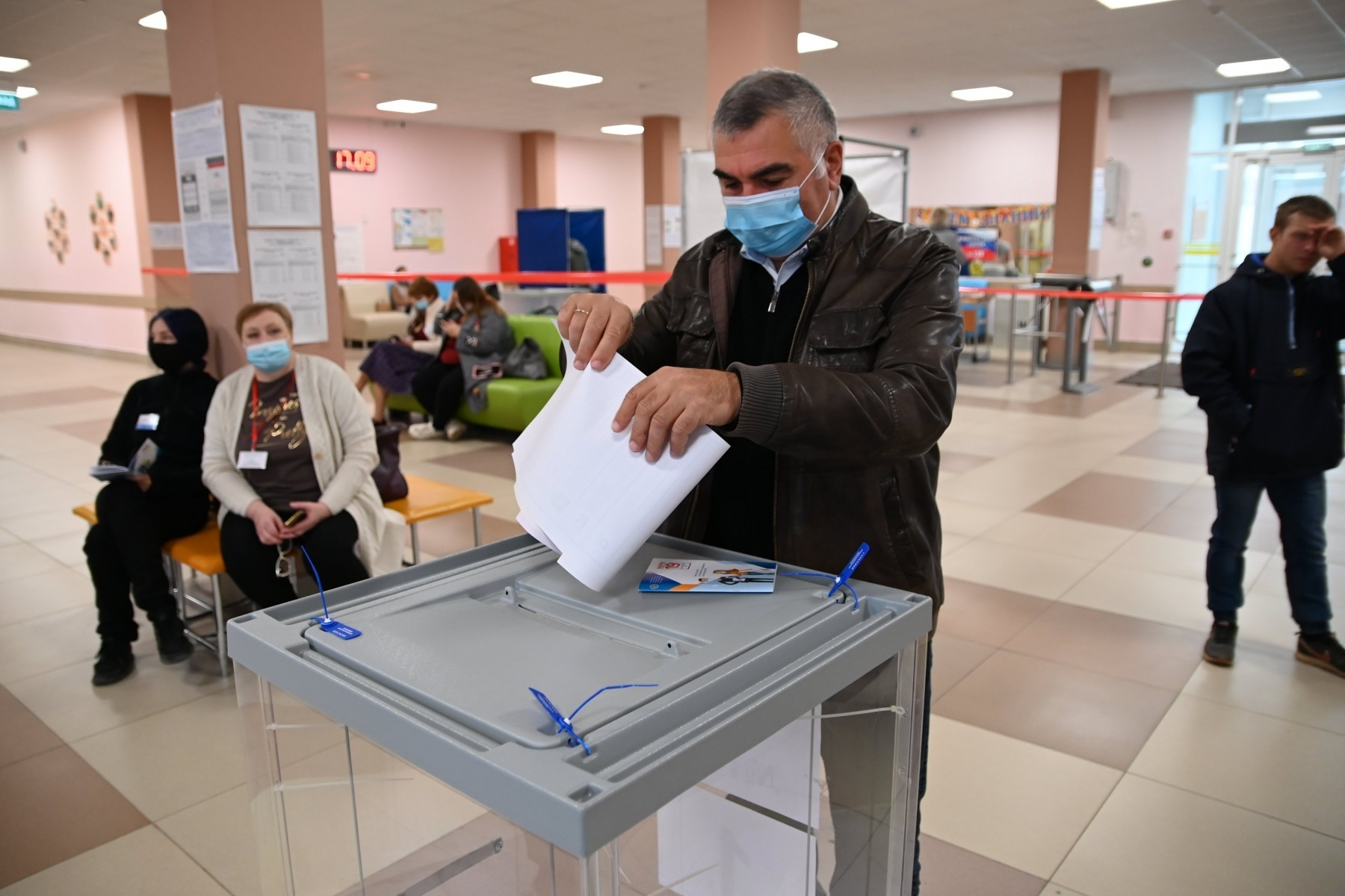 """Jumătate din voturile pentru partidul pro-prezidențial Rusia Unită în alegerile pentru Duma de Stat """"au fost măsluite"""" – observatori independenți"""